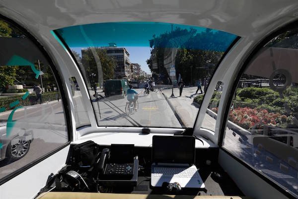 151008-driverless-bus-greece-mbm-02_4adea3b054c921ab88bf6d2bd4bf7478.nbcnews-ux-2880-1000
